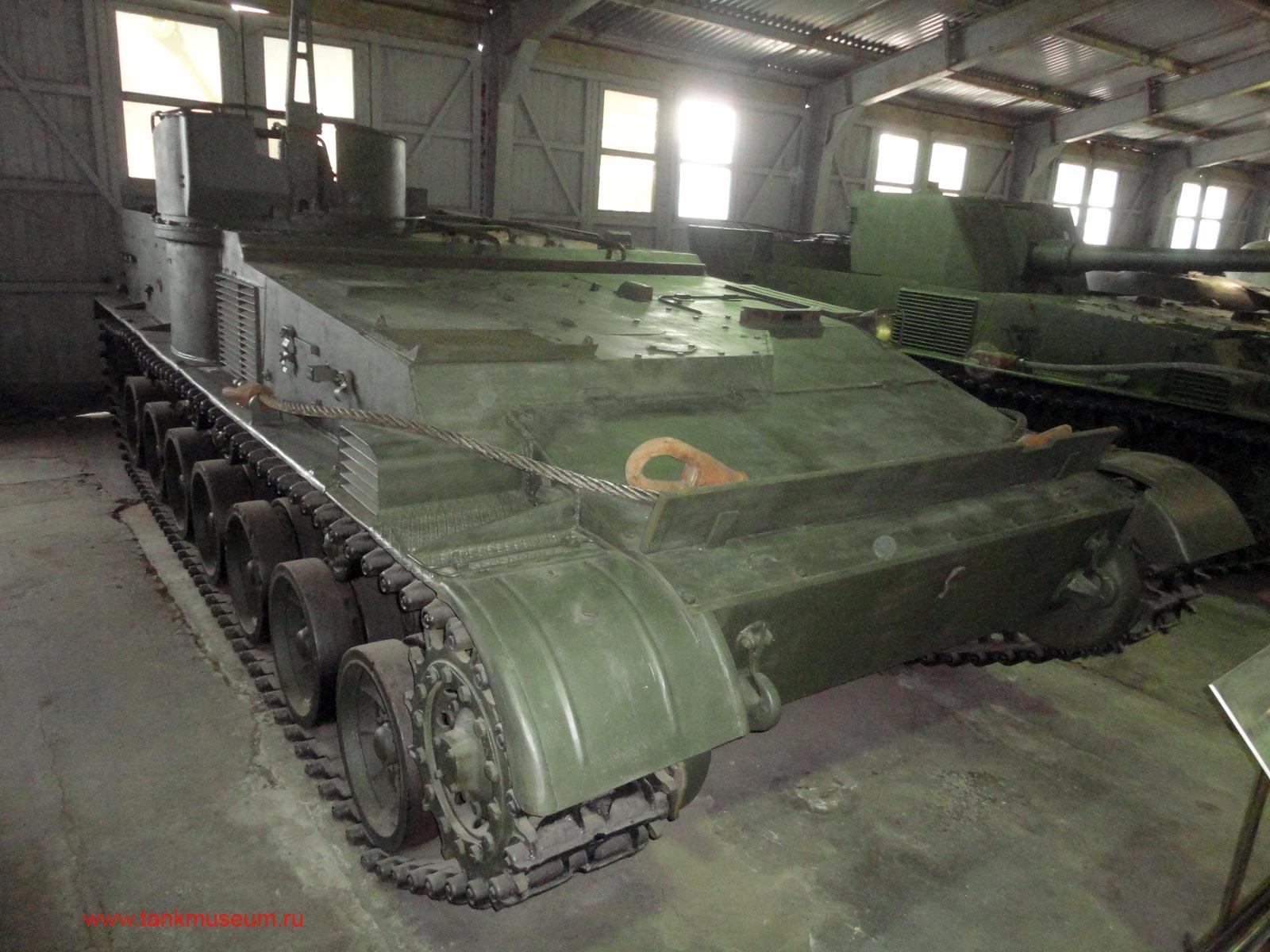 советский гусеничный бронетранспортер БТР-112 танковый музей Кубинка