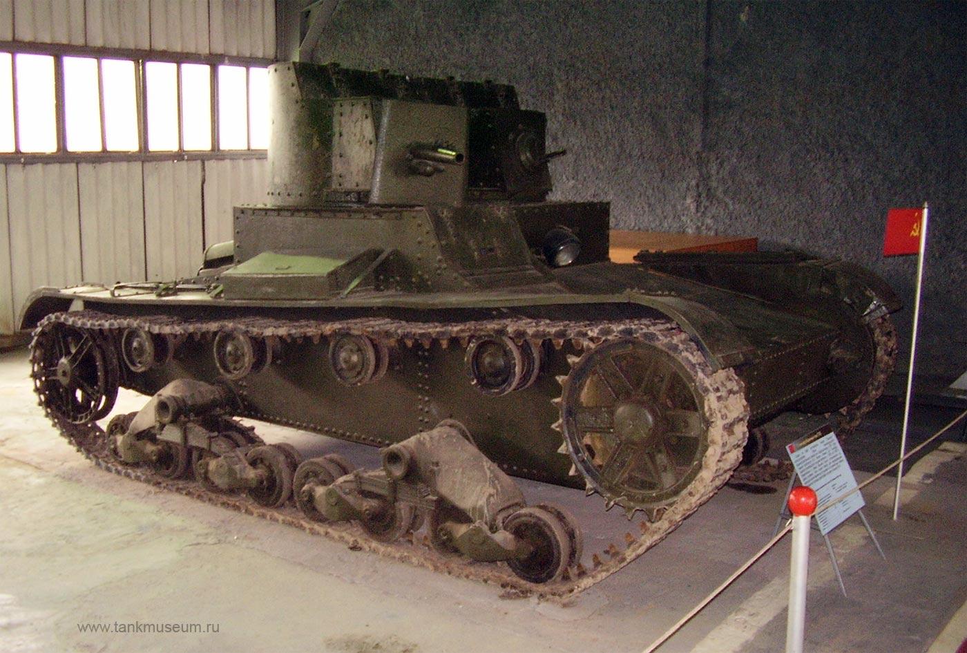 Легкий двухбашенный танк Т-26 (СССР). Танковый музей в Кубинке