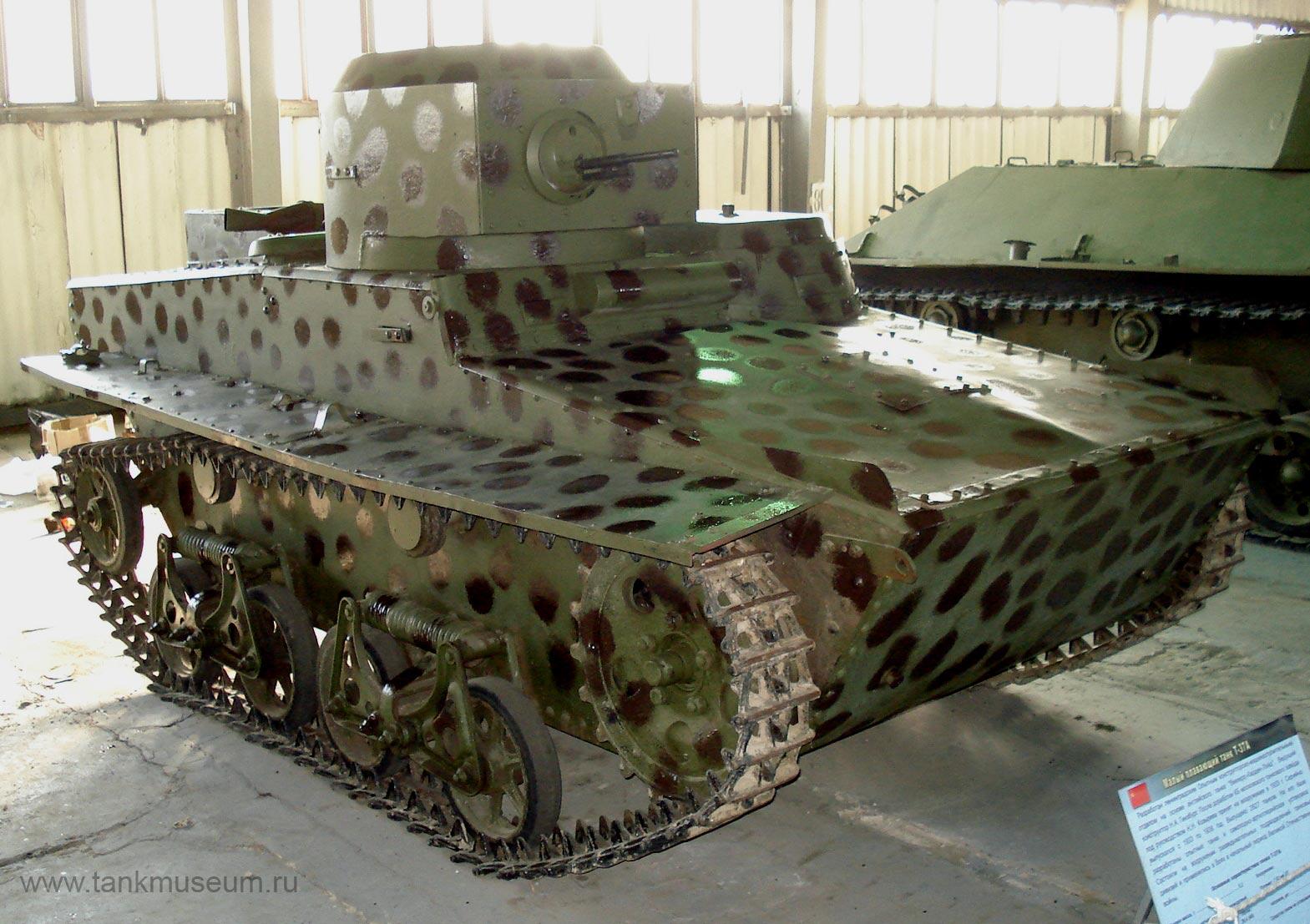 Советский легкий плавающий танк Т-37А. Танковый музей Кубинка