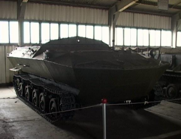 Гусеничный плавающий бронетранспортер К-78